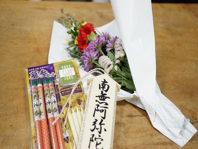 定番のお墓の花