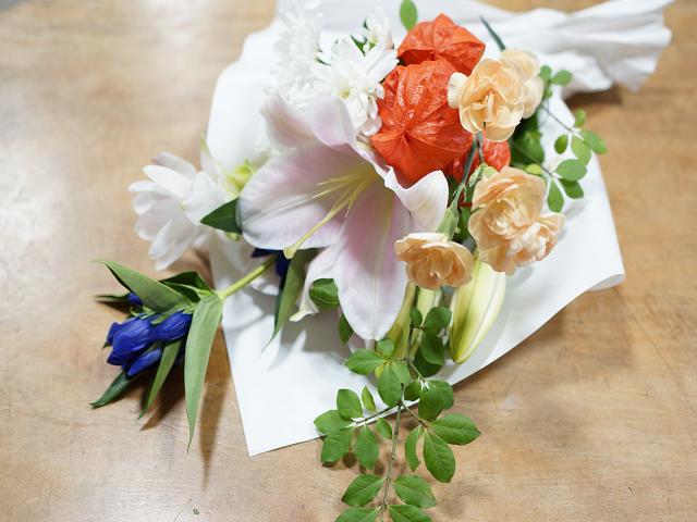 洋花のお墓の花