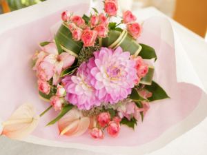 ダリアとバラの花束
