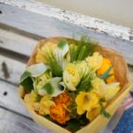 グリーンカラーとラナンキュラスの花束