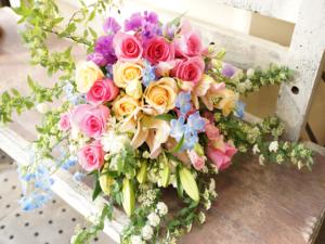 こでまりとバラの花束