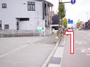駐車場への道